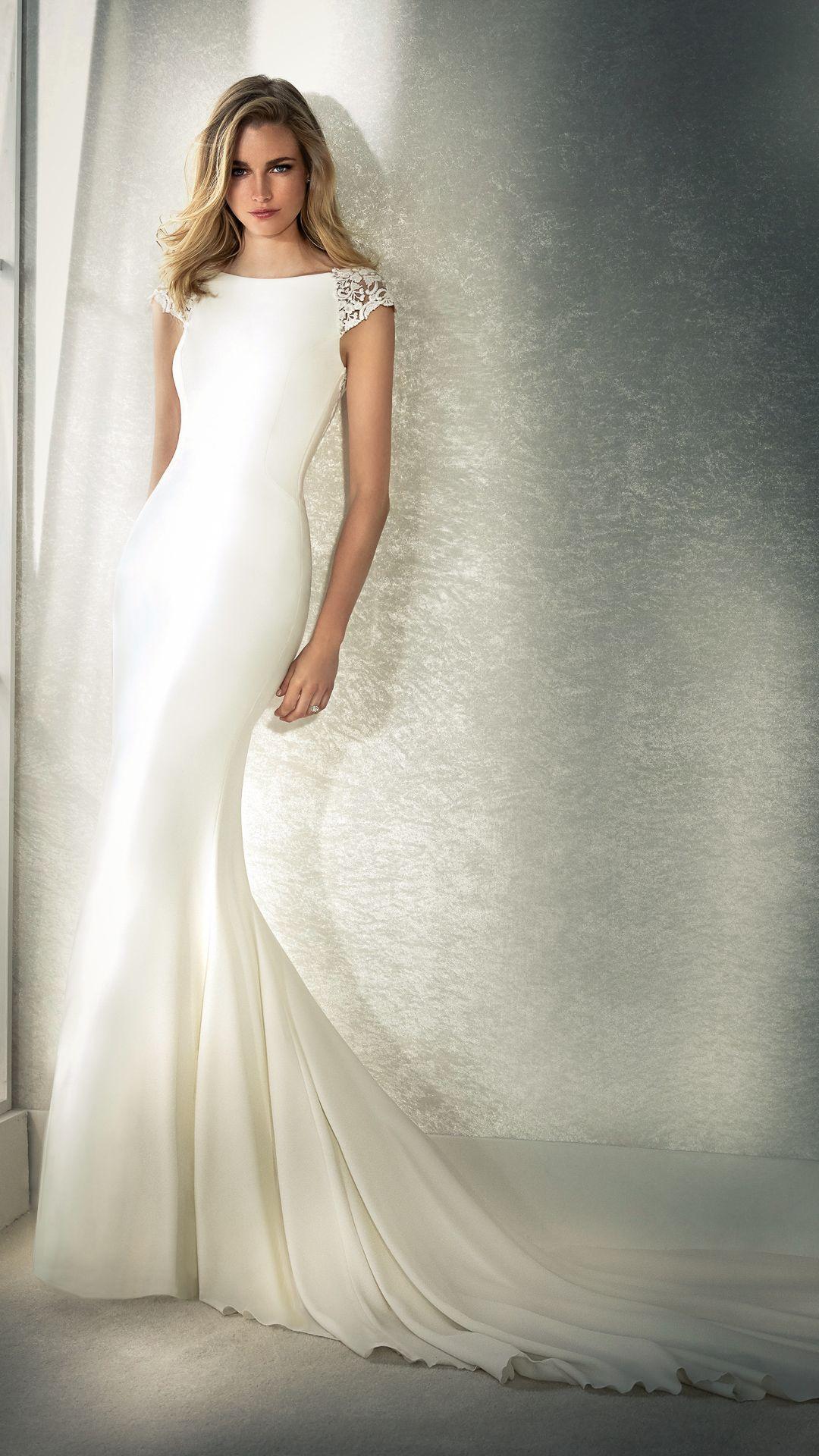 Hochzeitskleider 14 White One Kollektion Modell: FIANA-B