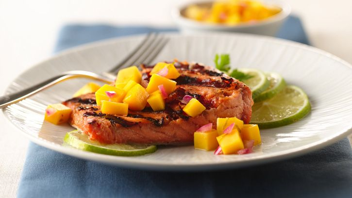 Grilled salmon makes for a nutritious meal that takes just 20 minutes to prepare! Learn how with Betty's step-by-step instructions.