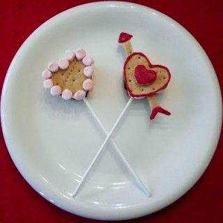 valentine smores pops
