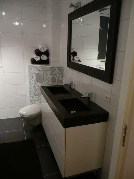 in de stijl van de badkamer, wastafel van zwart beton en wit, Deco ideeën