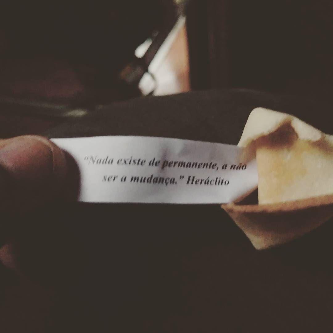"""Biscoito da sorte bizarro. """"Nada existe de permanente a não ser a mudança """" #Heráclito #filosofia #biscoitodasorte by ronaldhist"""