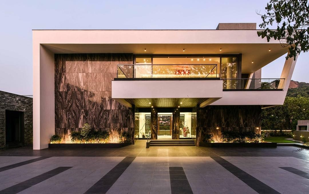 This modern contemporary villa located in Lonavala India