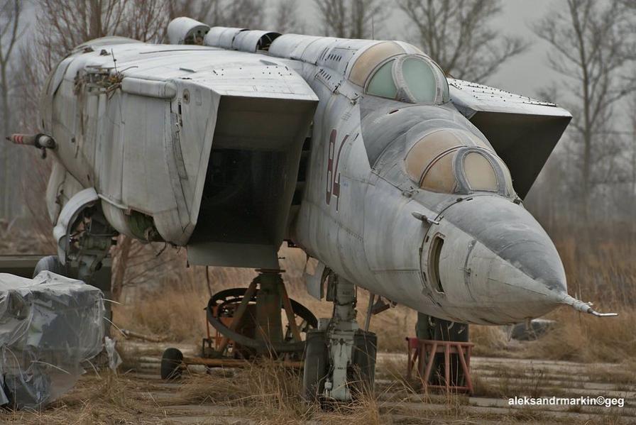 Abandoned Cars Barn Finds Vehicle Ship Birds War Twitter Aircraft Cutaway