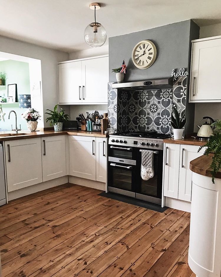 I Am A Terribly Decisive Indecisive If I Find A Top I Like I Buy It In About 7 Different Colours I Sp Home Kitchens Rustic Kitchen Backsplash Rustic Kitchen