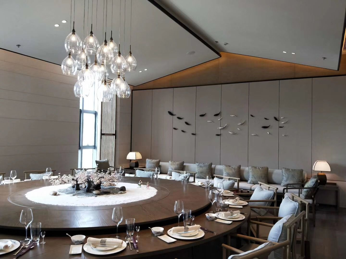 Pin By Cxl On 室内 Dining Design Luxury Dining Round Dining Table