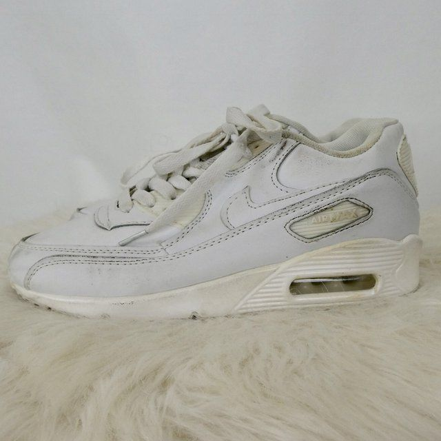 1ee6c5261e5045 ALL WHILE NIKE AIR MAX! WOMENS SIZE 7.5! 30  CAD 20  USD shipping is  worldwide. 9.99 to Canada 13.99 CAD - US   INT NON TRACKED   9  USD.