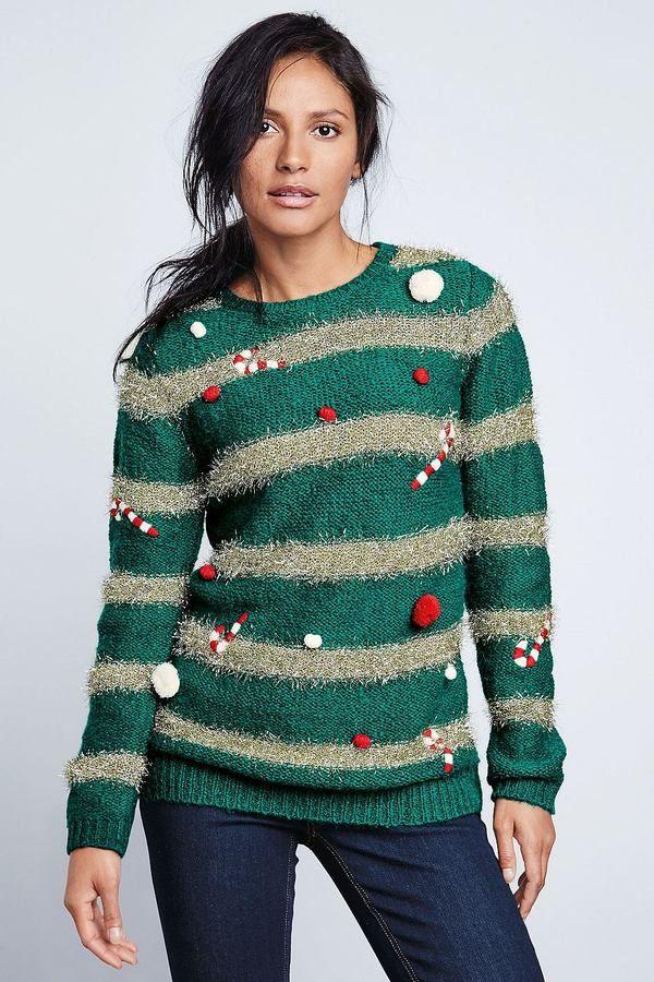 Next bestickter Pullover in Weihnachtsbaum-Optik (47 €)