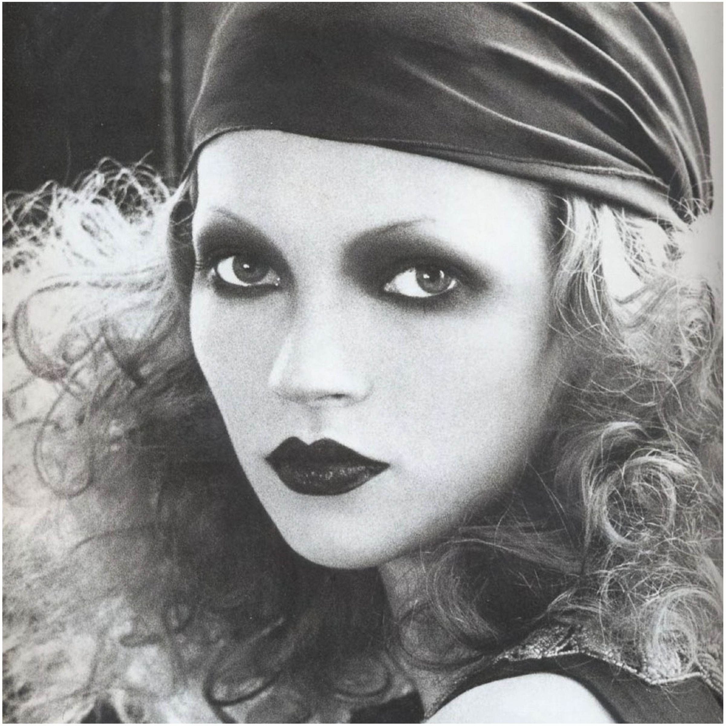 Kate Moss makeup by Kevyn Aucoin   1930s   vintage   make up   scarf   curls   hot lips   model