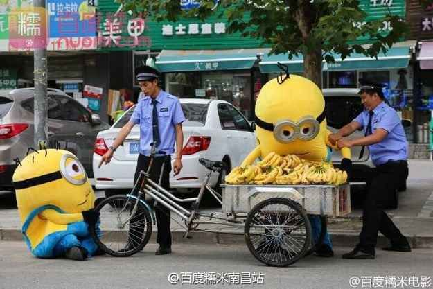 They refused to let their banana cart go.