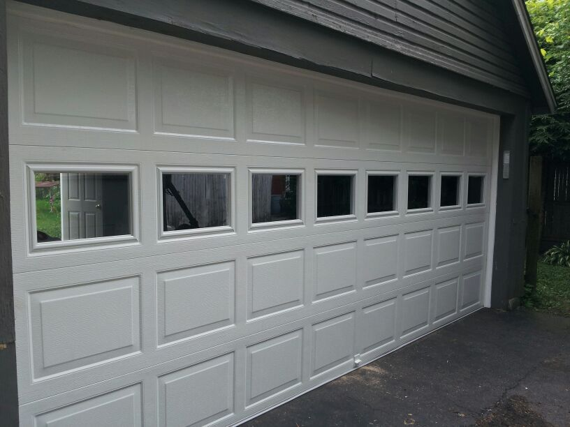 Raynor Colonial Showcase Clear Colonial Windows Dutchess Overhead Doors Poughkeepsie Ny Garage Doors Raynor Garage Doors Doors