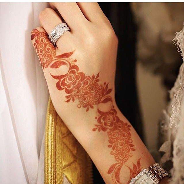 نجران On Instagram الراعي الرسمي لحسابي بيتزا لافا Pizzalava Pizzalava Pizzalava Hudabeauty H Khafif Mehndi Design Henna Mehndi Designs For Fingers