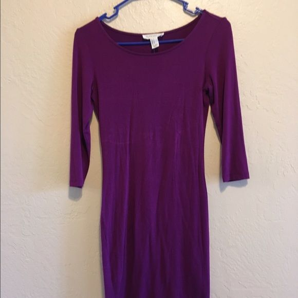 FOREVER 21 Purple long sleeve body con  dress Comfortable body con dress ** small  discoloration in the middle Forever 21 Dresses Midi