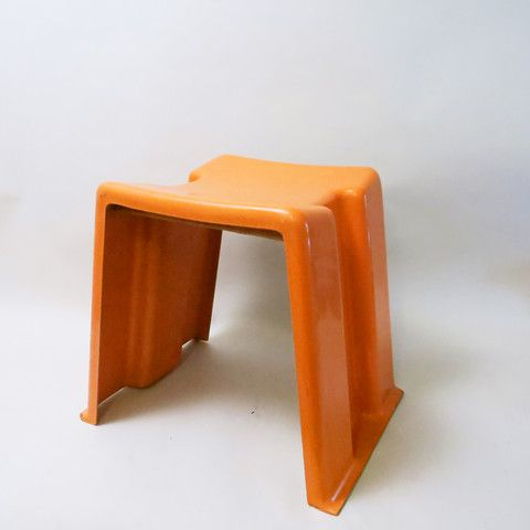 Tabouret orange en fibre de verre Années 70 | Catalogue Modernariato ...