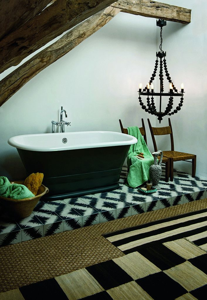 traditional meets contemporary, with rustic wooden beams+ a modern free-standing tub