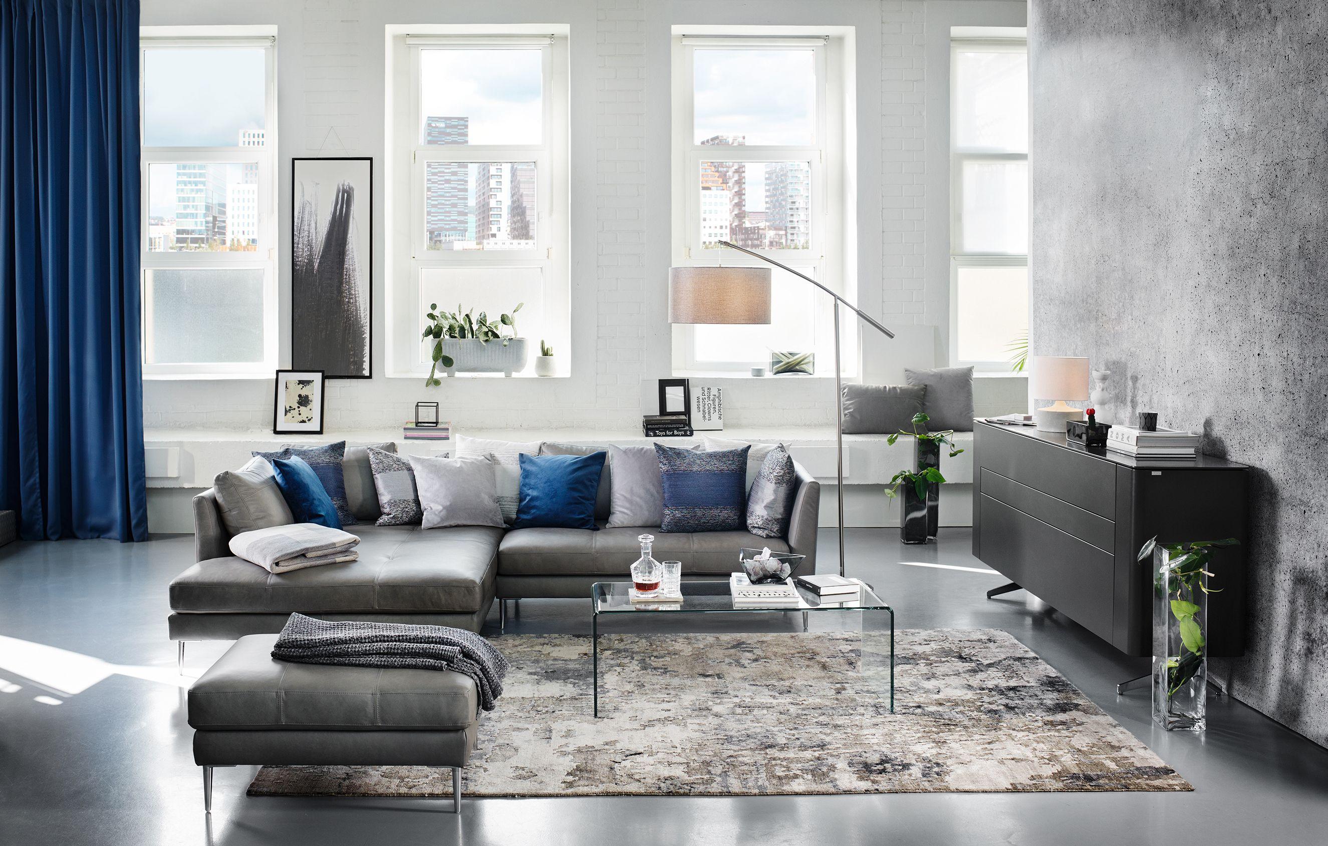 Entzuckend Modernes Wohnzimmer Mit Leder Wohnlandschaft Und Glastisch | Modern Style