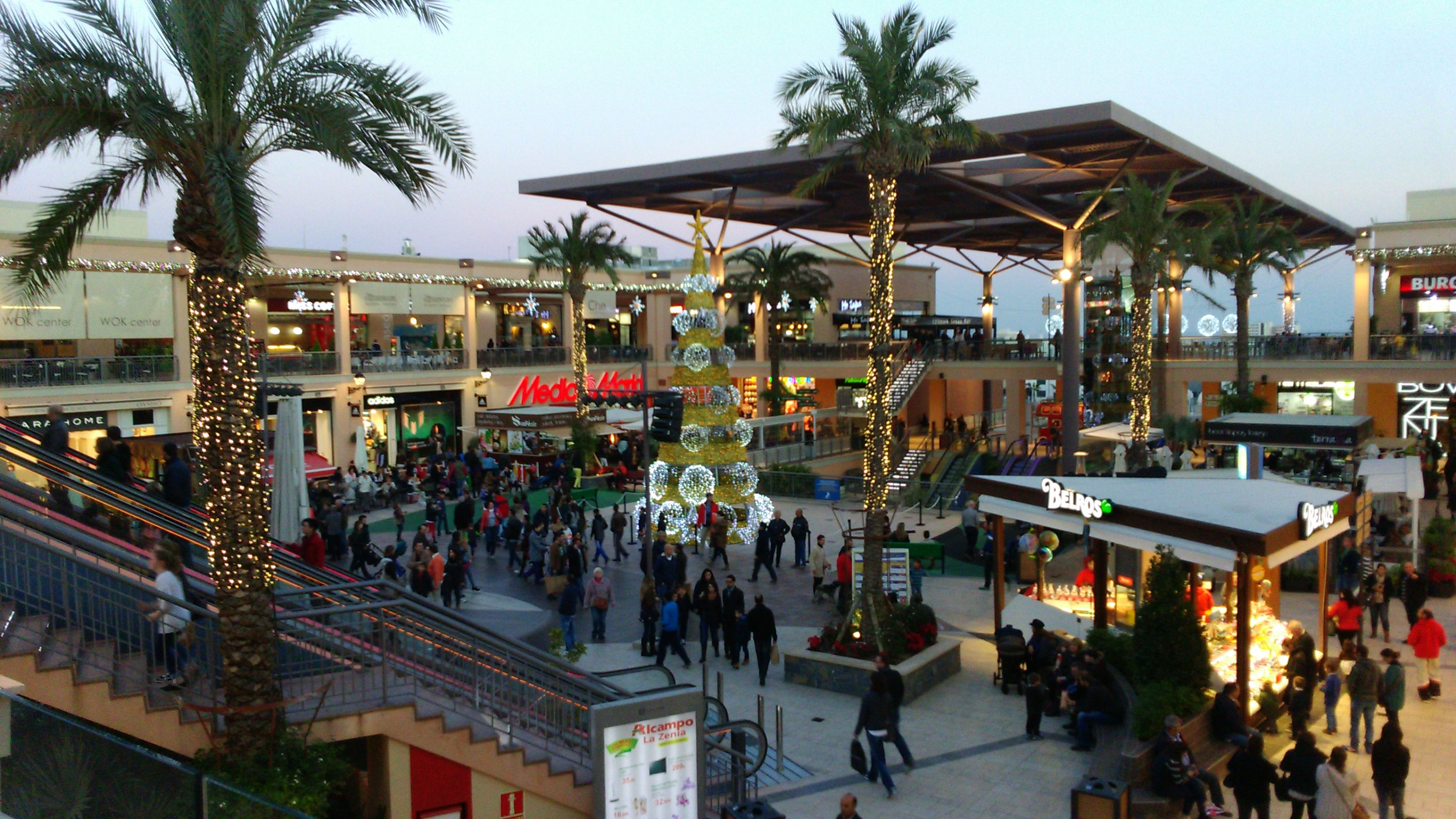 Pionero compañera de clases Licuar  La Zenia is a large shopping centre in Cabo Roig with high end shops such  as Zara, Adidas and Swarovski. | Spanien