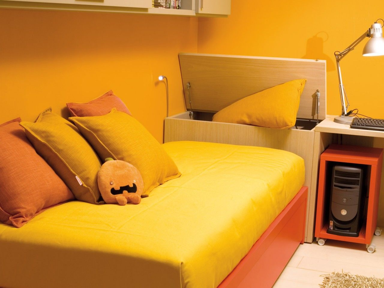 Callesella Camerette ~ Bedroom with stuffed bed cameretta con letto imbottito