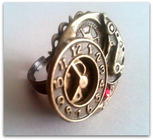 New item! Vintage style steampunk ring. Bronze. Red rhinestone. Adjustable. 25$