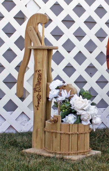 cedar pump planter with bucket small woody wood pinterest bois jardins et deco bois. Black Bedroom Furniture Sets. Home Design Ideas