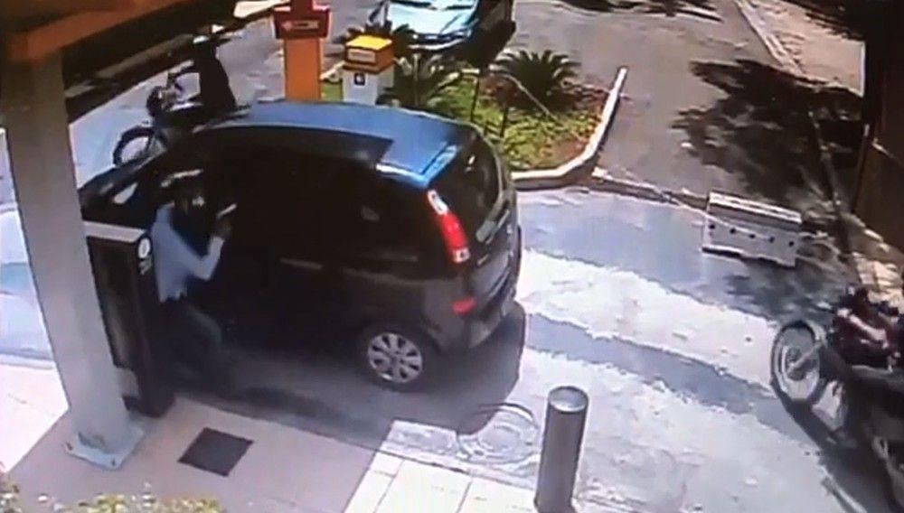 SERROTENEWS: Vídeo mostra policial reagindo a assalto e matando...