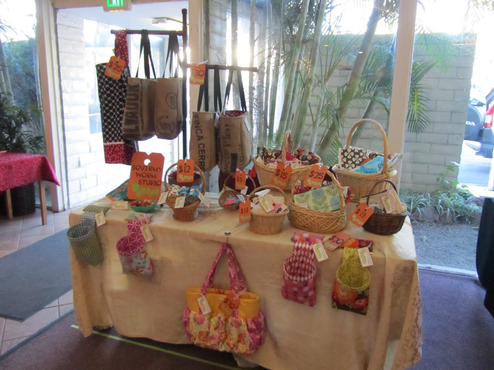 Craft table top ideas - Loving The Table Top Purse Display
