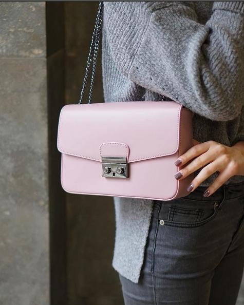 65a08f571293 Сумка клатч из натуральной кожи с цепочкой. Новая коллекция 2018 от  известного итальянского бренда сумок