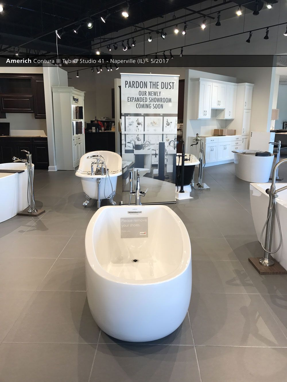 Americh Contura III Tub Studio Naperville IL - Bathroom showroom naperville