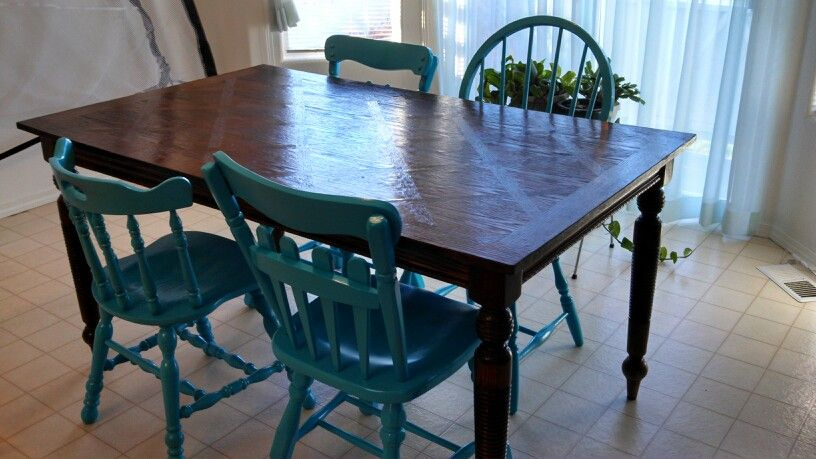 Kitchen Table And Chairs Painted Rustoleum Spray Paint Seaside Playroom Chairs Table And Chairs Cool Diy Projects