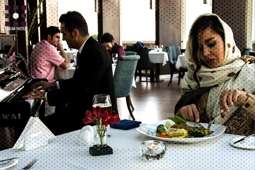 . رستوران کنتینتال شار؛ همراه با موسیقی زنده با انواع غ