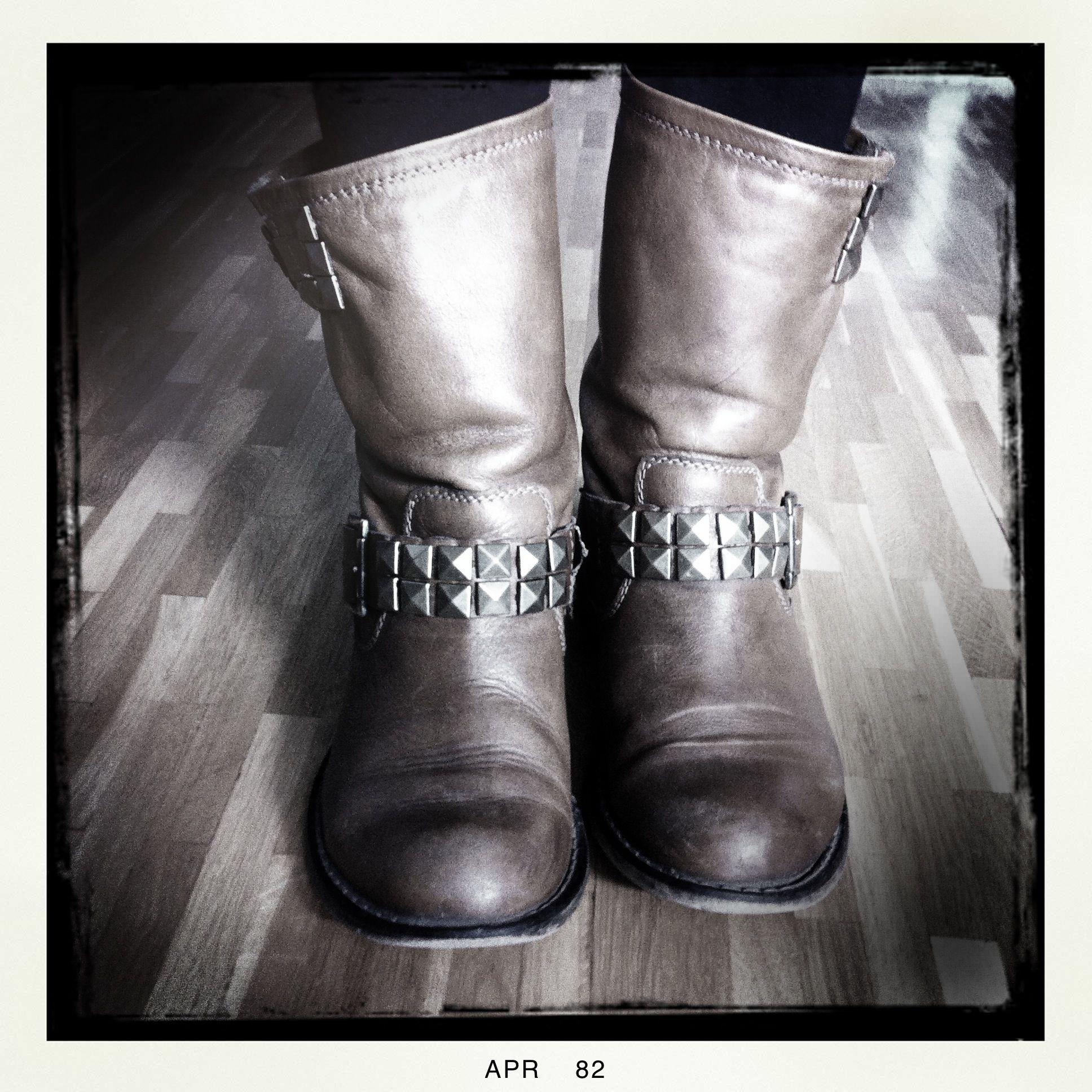 DIY #Studs #Nieten #Boots   Diy clothes design, Studded