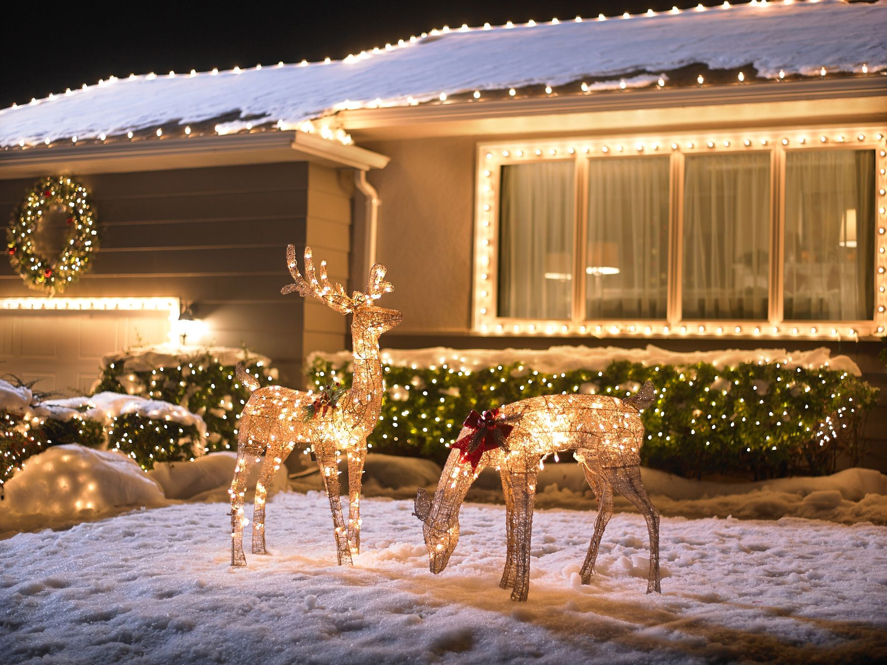 Add Sparkle To Your Front Yard With These Outdoor Holiday