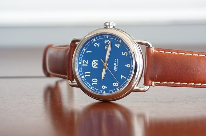 Inspired by the traditional WWI trench watches, the DelRay is elegant and stylish with its vintage look.