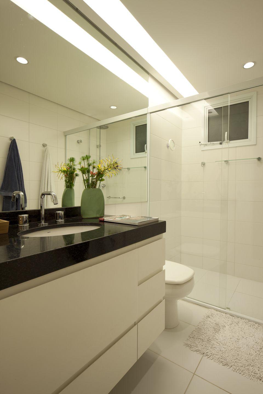 Fechamento em acrílico claraboia lona tensionada banheiro