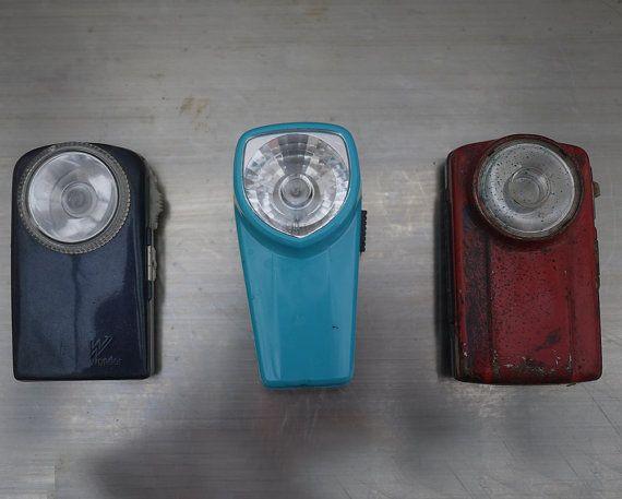Anciennes Lampes De Poche A Piles Vintage Par Lamachineabrocantes Flashlight Vintage Industrial House