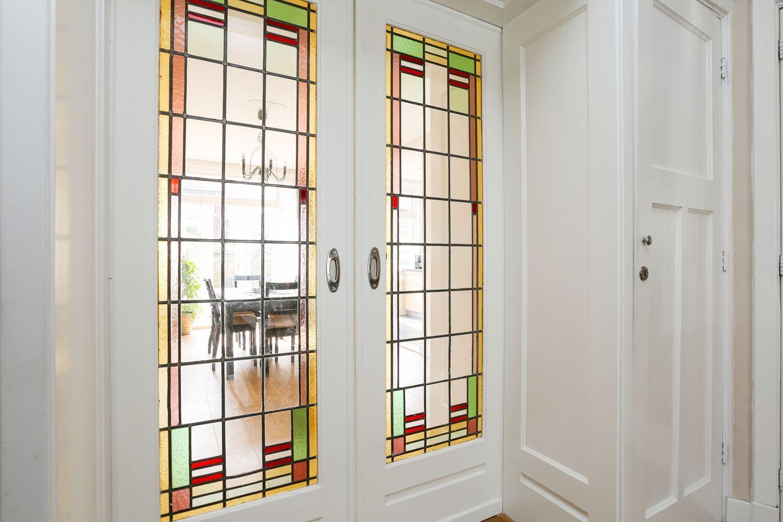 Nieuw Jaren30woningen.nl   Mooie schuifdeuren met glas in lood in een QX-52