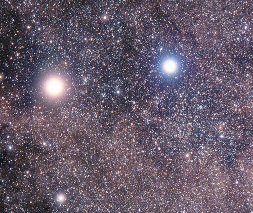 R136a1 è una stella visibile nella costellazione del Dorado. È ad oggi considerata la stella più massiccia conosciuta, con una massa stimata in 265 volte la massa del Sole