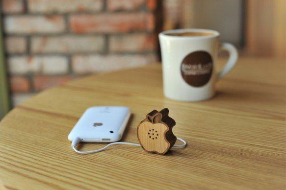wood Iphone/Ipod speakers