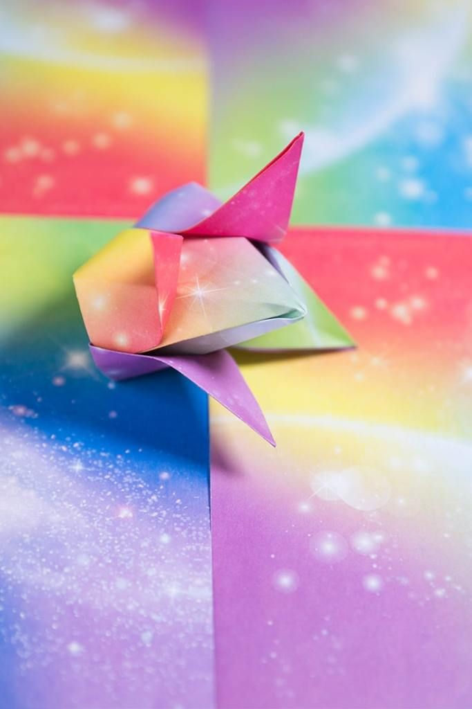 How to make an easy origami tulip: page 1 | 1024x683