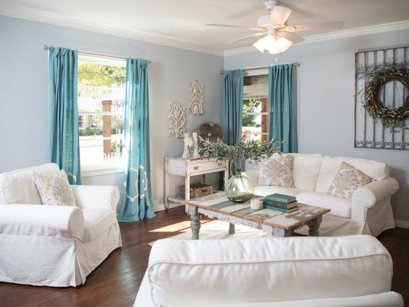d coration de salon id es avec coussins tableaux et rideaux canap s blancs bleu turquoise et. Black Bedroom Furniture Sets. Home Design Ideas