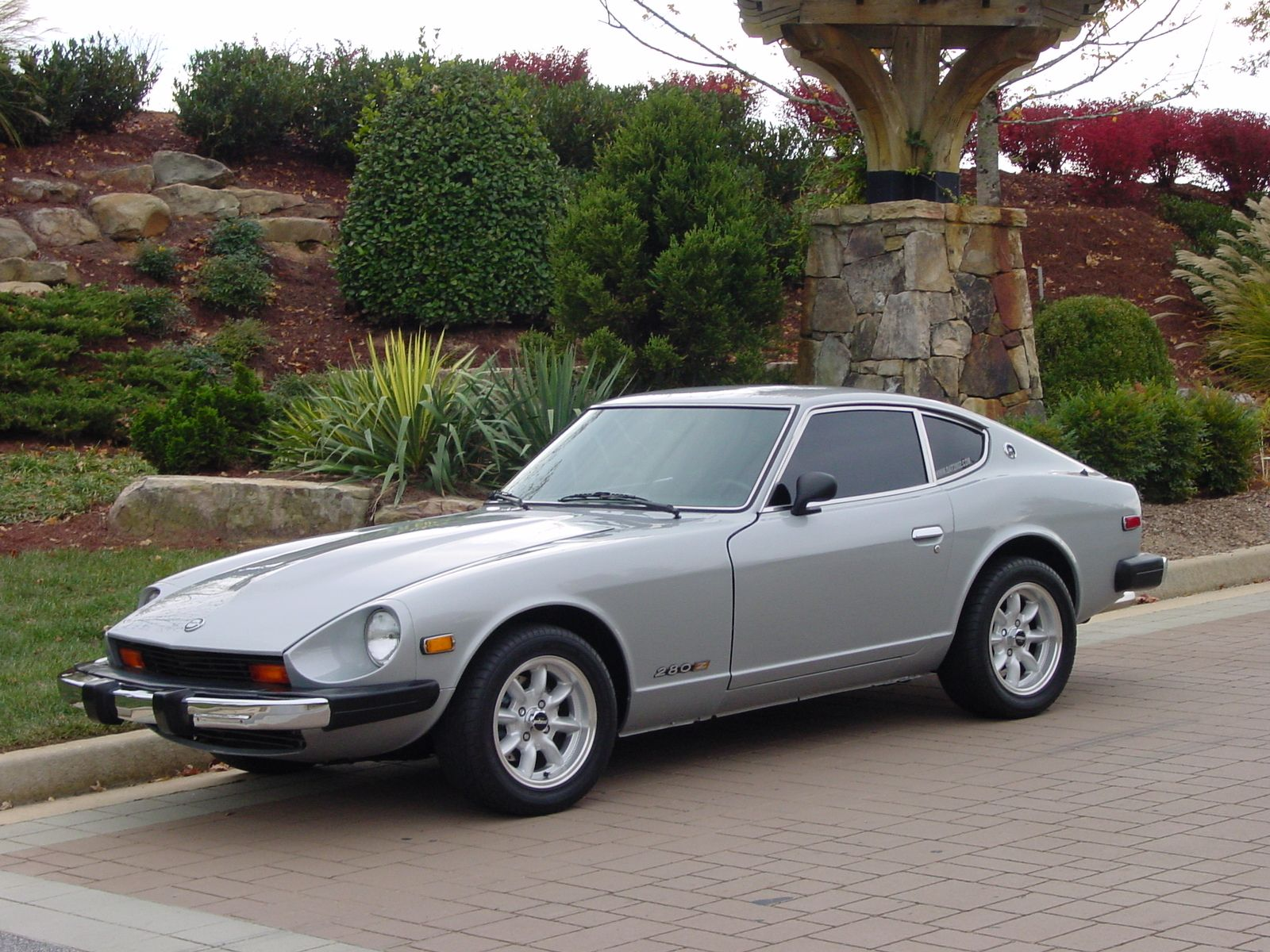 First car 1976 datsun 280z mine was white with rusting out floorboards