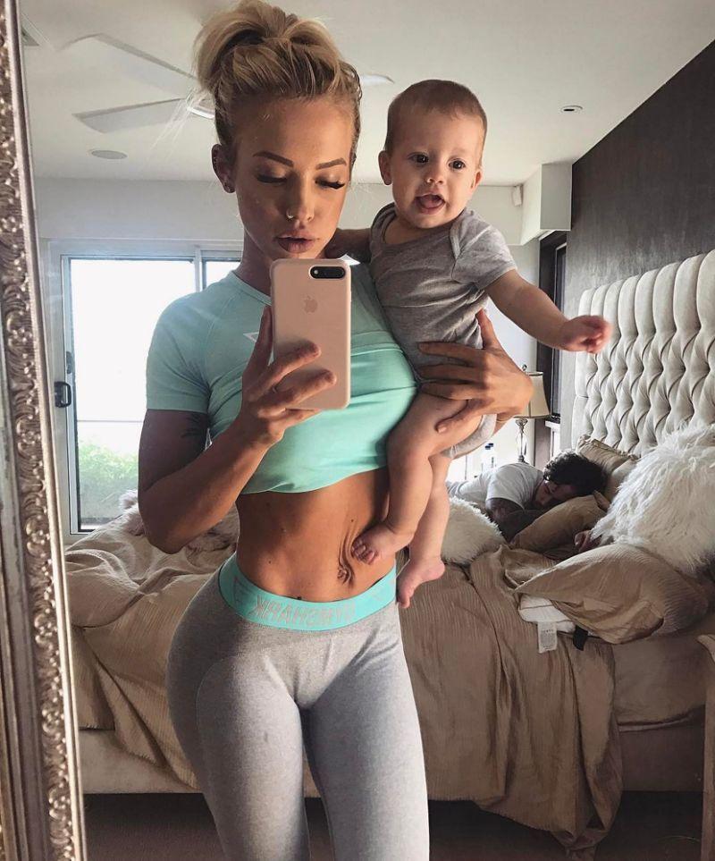 Hot Skinny Moms