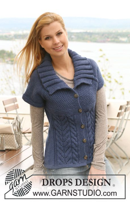 """Knitted DROPS jacket with short raglan sleeves in """"Alaska"""". Size S ..."""