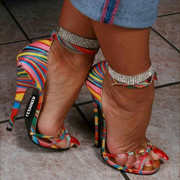 #ladyb #censored #mature #milf #cougar #heels #redtoenails #longbigtoenail