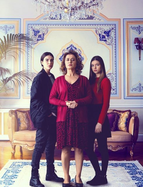 Fazilet Hanim Ve Kizlari Episode 1 With English Subtitle Onfinix Fotos De Tres Amigas Actrices Actores