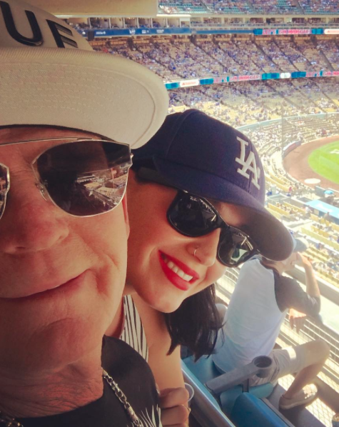 Katy perry wearing the Ray-Ban RB2132