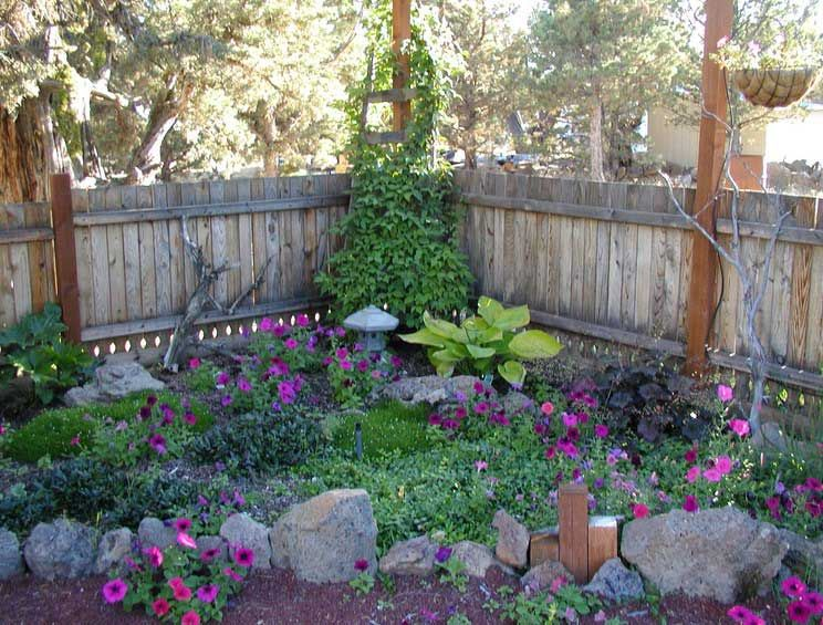Small shade garden design ideas with rock edging for plans for Corner house garden designs