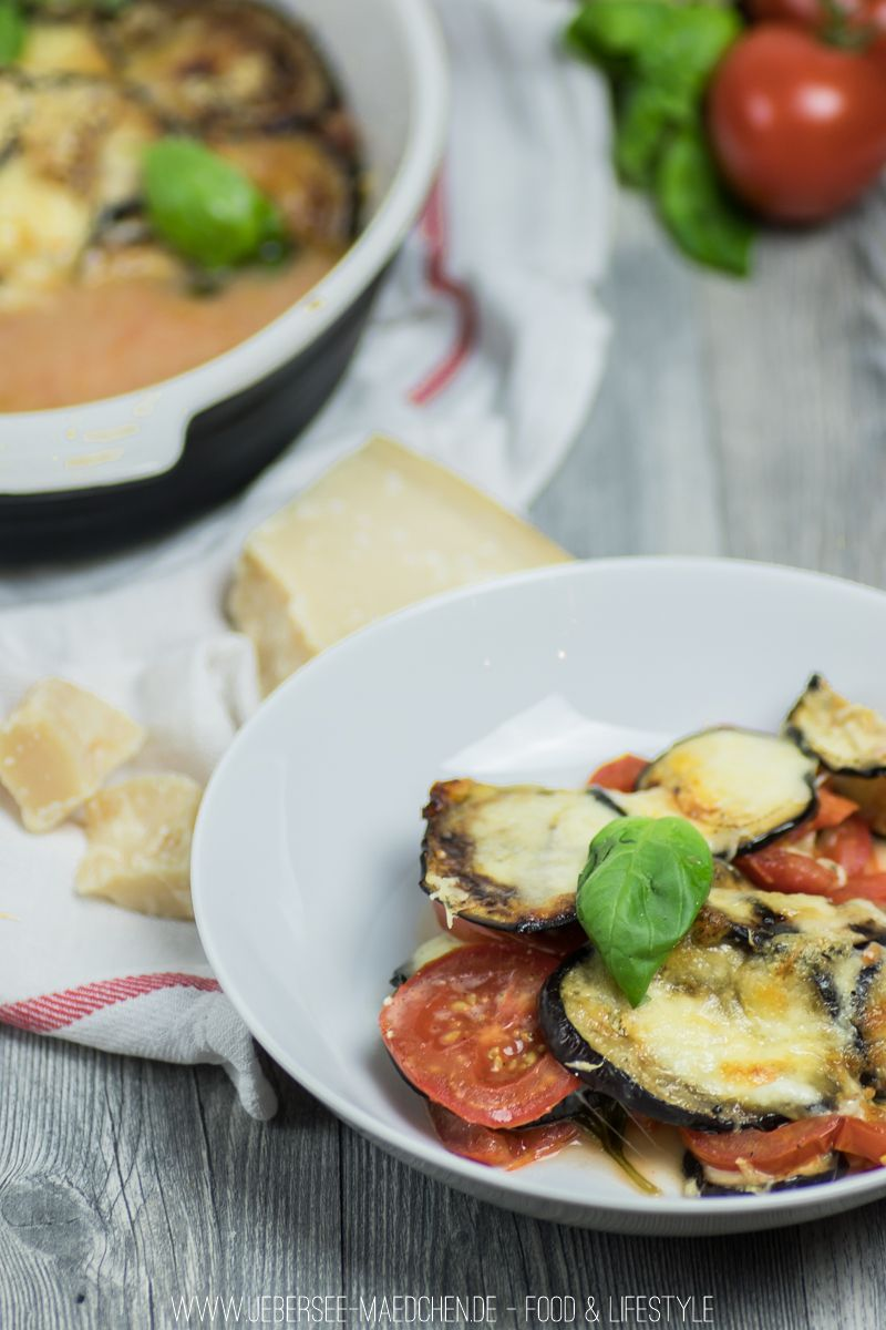 Tomaten-Auberginen-Auflauf als leichtes Low-Carb Abendessen aus dem Backofen   Recipe for Tomato-Eggplant-Gratin, an easy low-carb dinner out of the oven