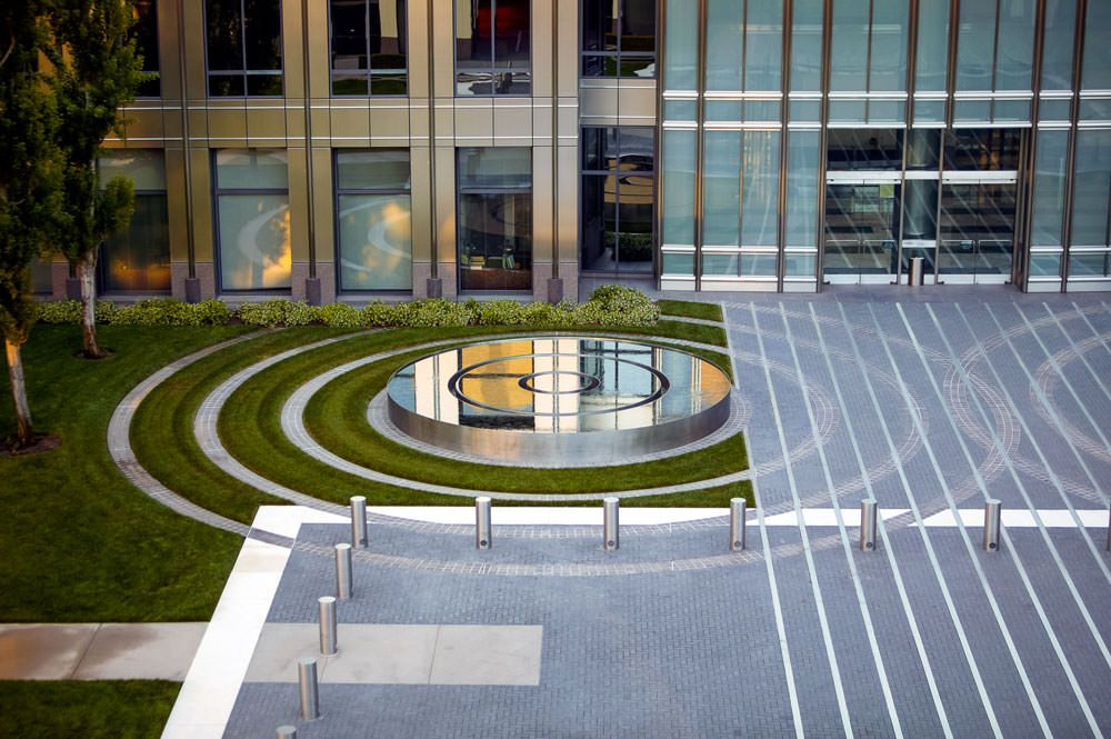Twin Stainless Steel Fountains Peter Walker Fountain At Plaza Tower Jpg 1000 665 Hotel Landscape Contemporary Landscape Design Urban Landscape Design