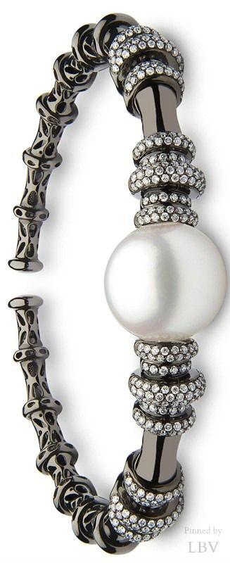 Yoko London ♥✤Twilight South Sea pearl cuffhttps://br.pinterest.com/source/yokolondon.com/                        yokolondon.com