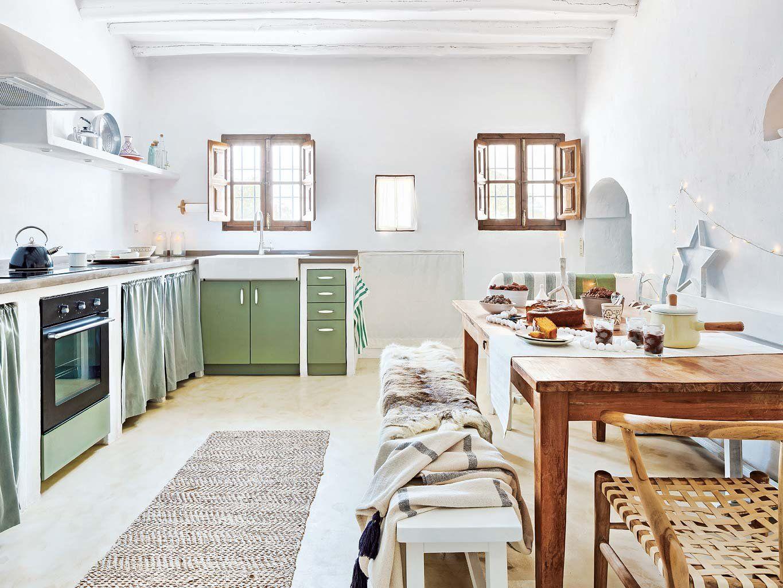 Un cortijo reformado rodeado de olivos | Modern country, Kitchens ...